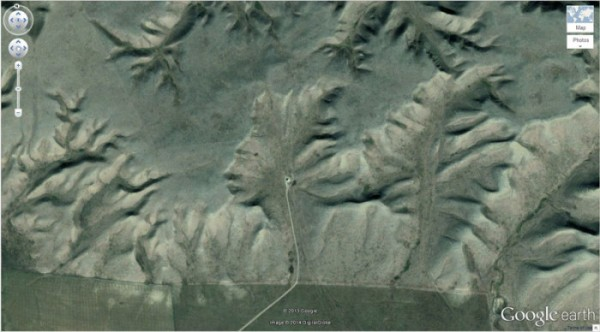 50+-Amazing-Finds-on-Google-Earth_07-@-GenCept-700x388